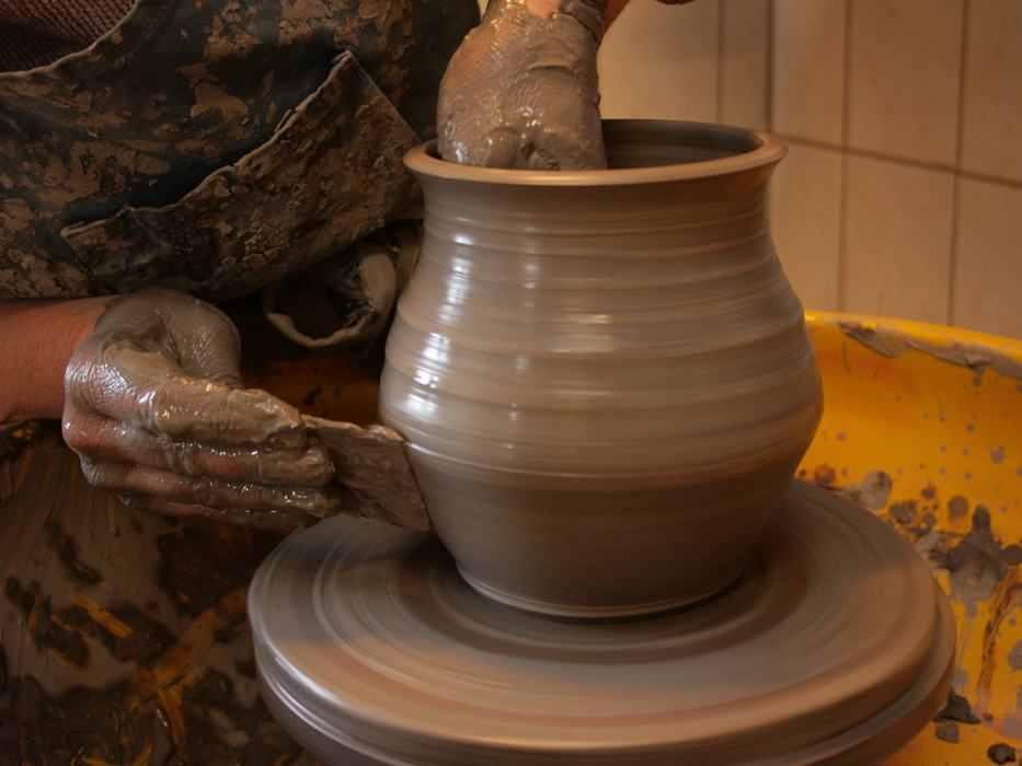 La tour du pin metier poterie gr s artisan potier - Fabriquer un tour de potier ...