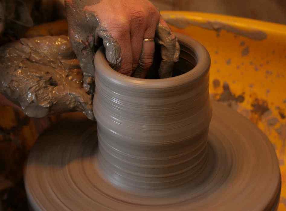 La tour du pin metier poterie gr s artisan potier - Tour de potier manuel ...